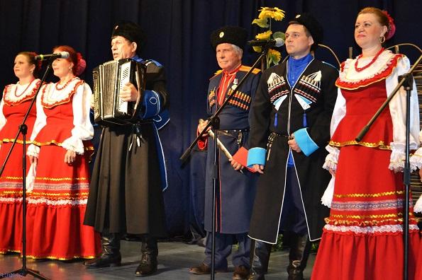 В Ставрополе выступил народный ансамбль казачьей песни «Казачьи напевы»