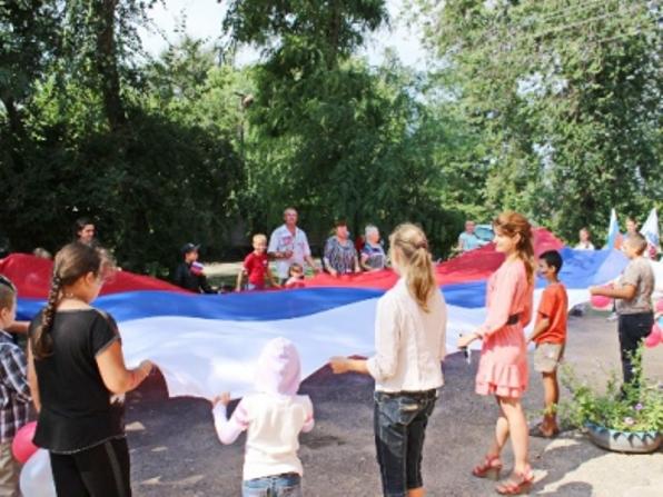 Новоселицкие полицейские провели акцию «Флаг России»