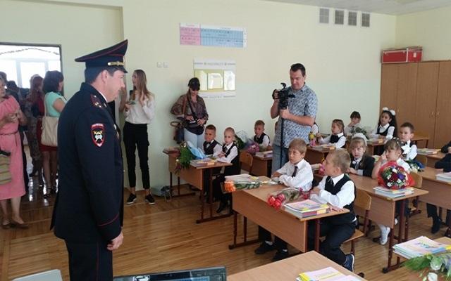 Первые уроки в школах Ставрополья провели сотрудники ГИБДД