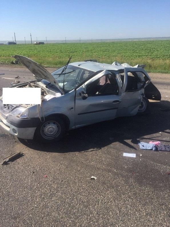 В Андроповском районе в лобовом столкновении с фурой погибло 2 человека