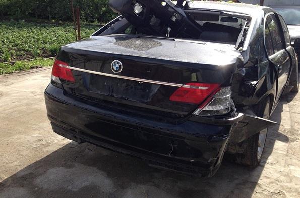 В Минераловодском городском округе автомобиль БМВ въехал в дерево