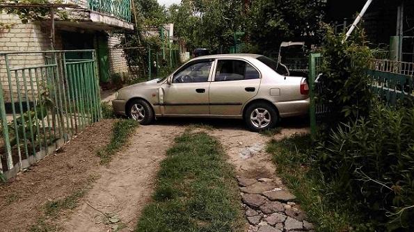 В Невинномысске автомобиль без водителя наехал на пешехода