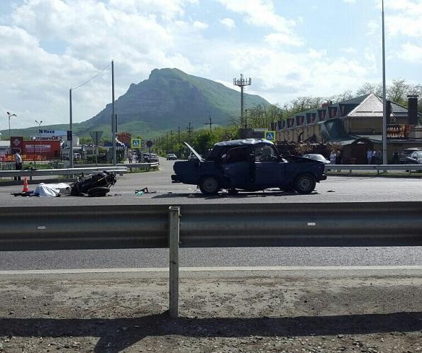 Мотоциклист и водитель легкового авто погибли в ДТП
