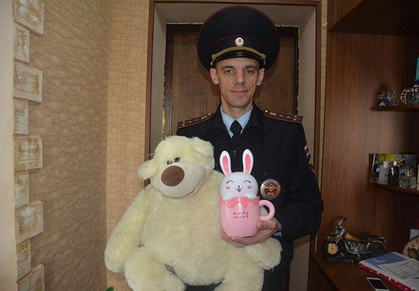 В Международный день защиты детей ставропольские автоинспекторы поздравили свою маленькую крестницу