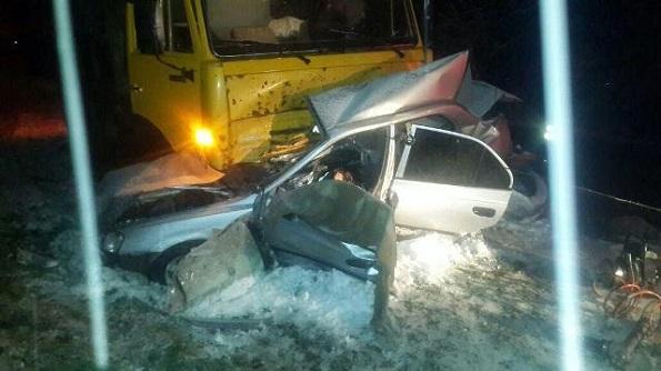 Два человека погибли после столкновения легкового автомобиля и грузового в Буденновском районе