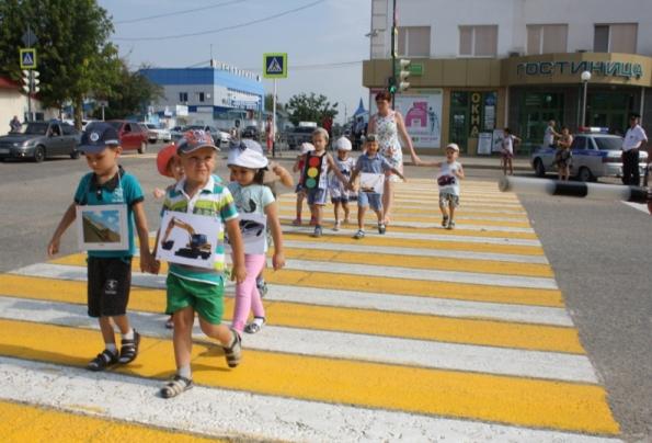 «Шагающий автобус» проверил пешеходные переходы Ставрополья