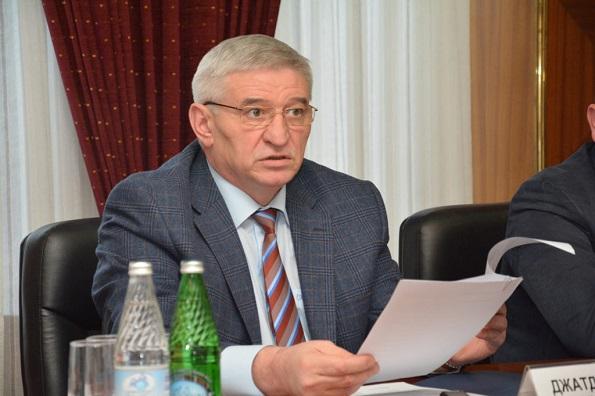 Джатдоев пригрозил увольнением чиновникам за отсутствие результатов в работе