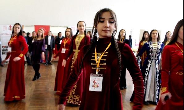 Молодежный форум «По законам добрососедства» объединил гостей в танце