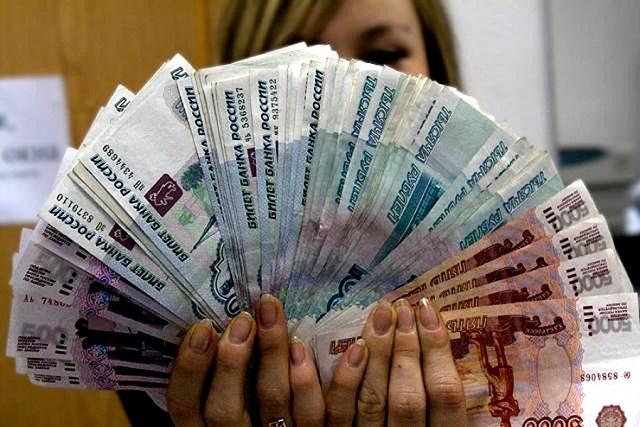Обманула предпринимательницу на 735 000 рублей