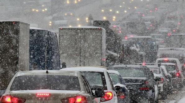 На Ставрополье сильный туман и снегопад осложняют дорожную ситуацию