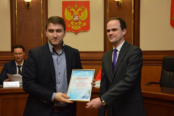 """В Ставрополе наградили предпринимателей, которые подарили городу новогоднее настроение. Директор """"Галереи"""""""