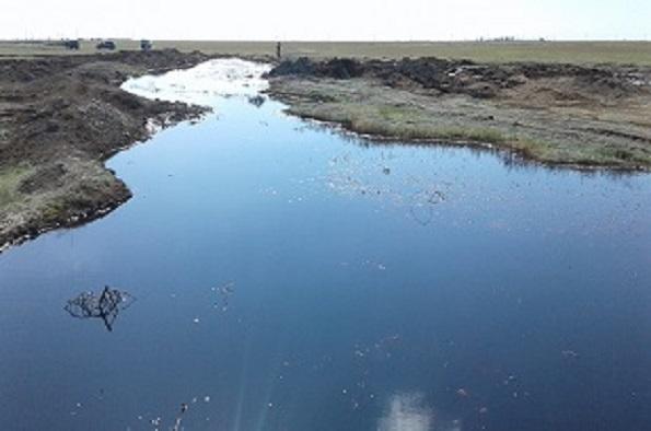 В Нефтекумском районе загрязняют земли сельхозназначения нефтесодержащей жидкостью
