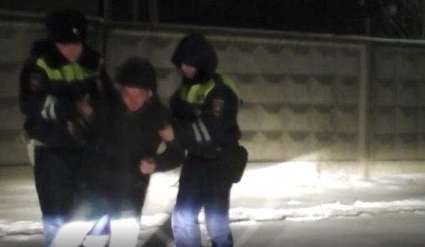 В Буденновске сотрудники ДПС оказали помощь потерявшему сознание на улице мужчине