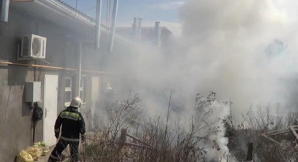 Сотрудники ГАИ помогли потушить пожар в Буденновске