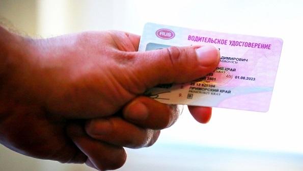 Директор учебно-курсового комбината брал деньги за помощь в получении водительского удостоверения