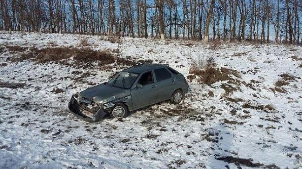 В Александровском районе перевернулся автомобиль из-за разных протекторов шин