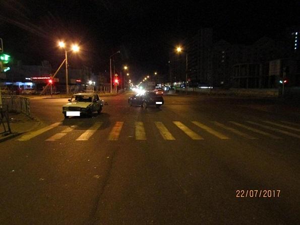 В Ставрополе неопытная автоледи спровоцировала ДТП, в котором 2 человека пострадали
