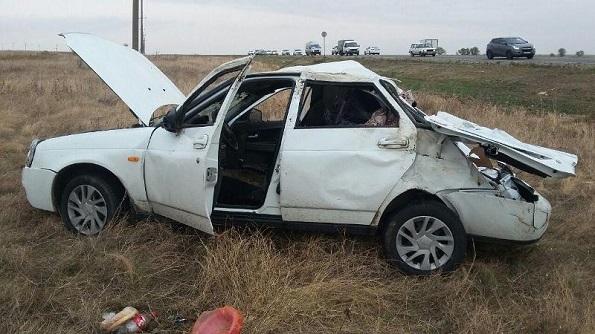 В Грачевском районе опрокинулся автомобиль. Пострадали астраханцы