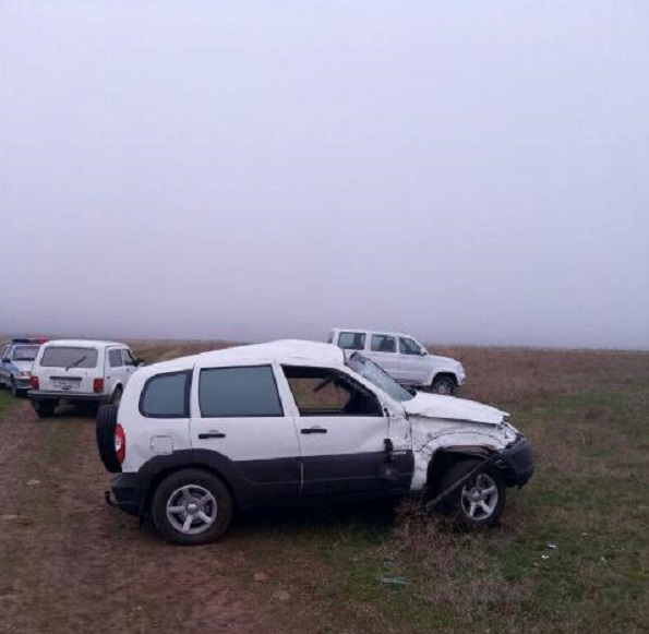 В Ипатовском районе из-за превышения скорости перевернулся внедорожник
