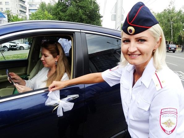 В канун Дня Знаний транспорт города Ставрополя украсили белые банты со световозвращающими лентами