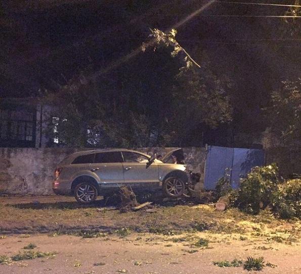 В Кисловодске водитель «Ауди Q7» совершил ДТП и скрылся с места, оставив автомобиль