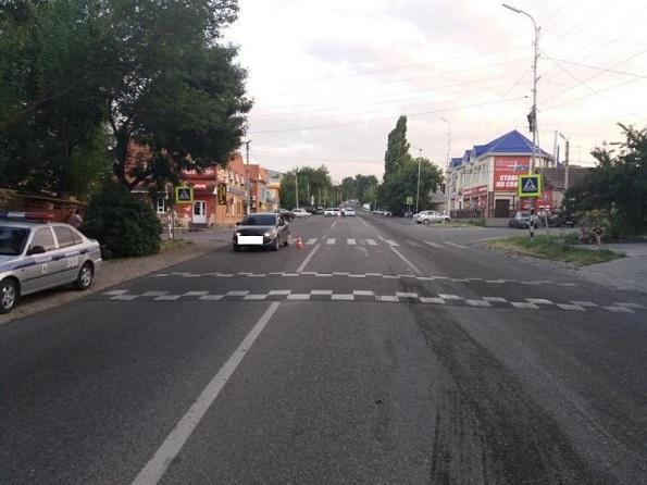 В поселке Иноземцево вблизи Пятигорска на пешеходном переходе автомобиль сбил ребенка