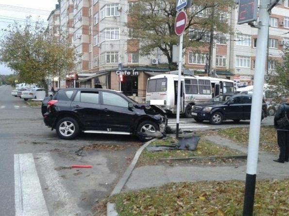 В Ставрополе пострадали 4 человека в ДТП с автобусом-маршруткой