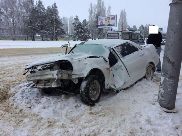 В Ставрополе пьяный водитель Приоры сбил рекламный щит