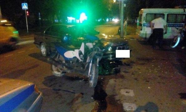 В Ставрополе водитель иномарки столкнулся с мопедом