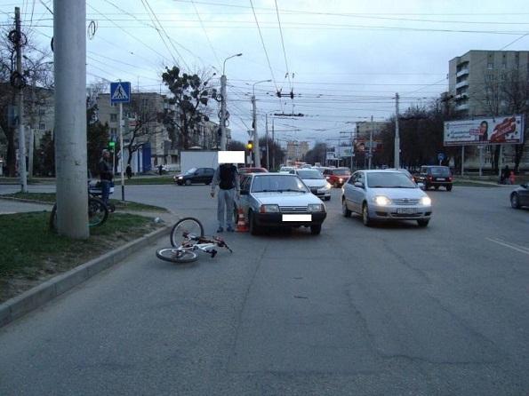 На пешеходном переходе в Ставрополе сбили велосипедиста