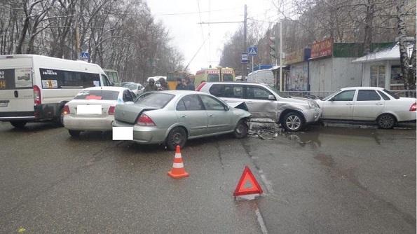 В Ставрополе столкнулись четыре автомобиля. Пострадали три человека