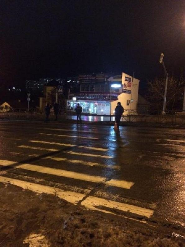 Женщину с ребенком сбил водитель легкового автомобиля в Ставрополе