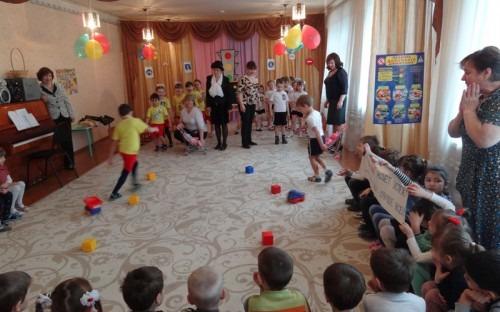 «Автобабушки» помогают дошколятам учить ПДД