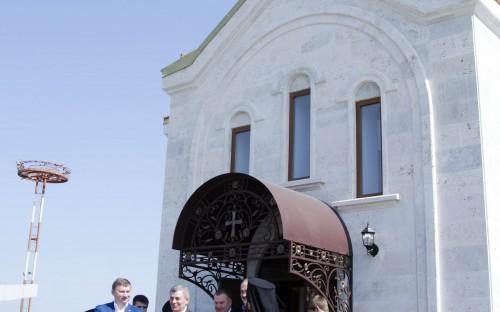 В территории аэропорта «Минеральные Воды» открыли храм-часовню