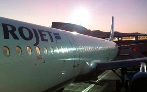 """Фотографии пассажиров перед взлетом самолета Airbus-321 авиакомпании """"Когалымавиа"""" / Twitter.com/alim_zhan"""