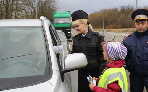 Волонтеры и школьники Ставрополья заступили на службу на пост ДПС