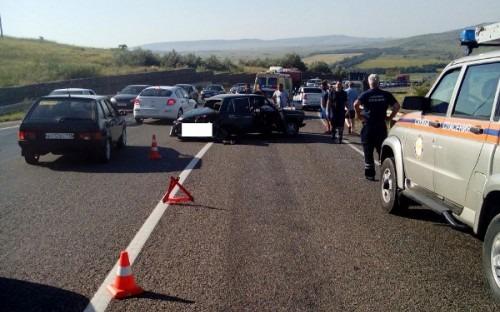 Вблизи Ставрополя столкнулись маршрутка и два легковых автомобиля