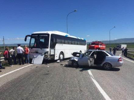 В Кочубеевском районе произошло лобовое столкновение автобуса с детьми