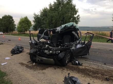 В Предгорном районе в результате лобового столкновения погибли 2 человека