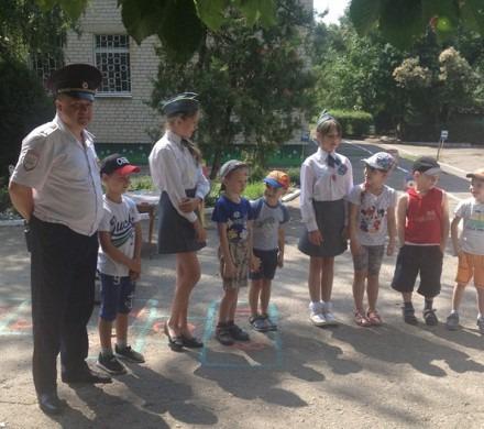 Ставропольские ЮИДовцы проводят занятия с воспитанниками детсадов