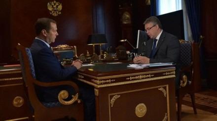 Премьер Дмитрий Медведев поздравил аграриев Ставрополья с рекордным урожаем