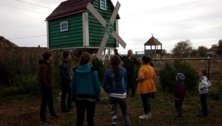Общественники организовали для детей экскурсию в казачий стан