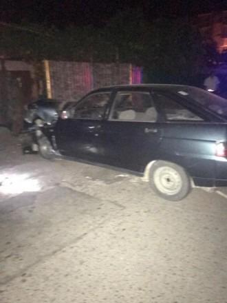 В городе Михайловске водитель легкового автомобиля въехал в забор дома и сбежал с места ДТП, оставив авто с раненным пассажиром