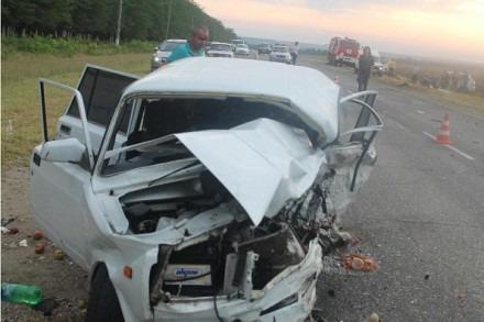 Один человек погиб и четверо получили травмы в ДТП в Новоселицком районе