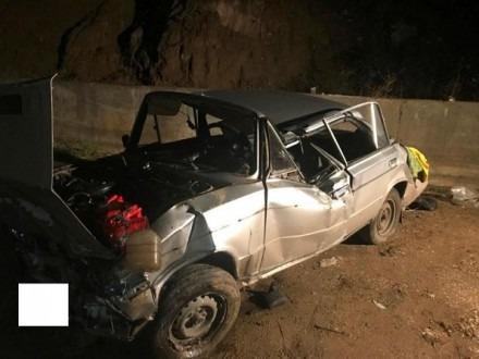 """В Кисловодске водитель """"шестерки"""" въехал в препятствие и съехал с обрыва"""