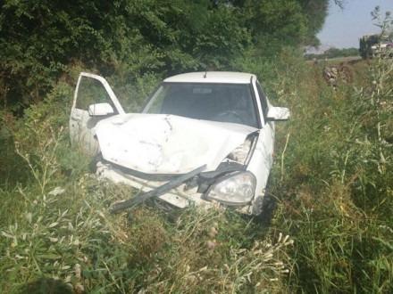 В Минераловодском районе «Приора» зацепила стоящую на обочине автомашину