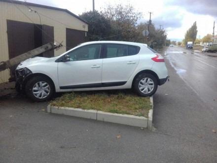 В Шпаковском районе женщина на авто въехала в забор и сбила столб
