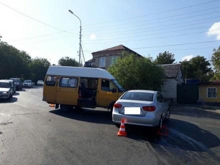 В Ставрополе в результате столкновения маршрутки и легкового автомобиля пострадали 4 человека