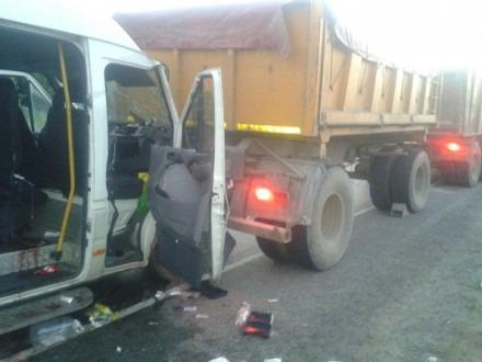 В Шпаковском районе при столкновении маршрутного такси и «КАМАЗа» пострадали 4 человека