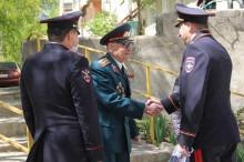 Сергей Щёткин поздравляет ветерана ВОВ с Днем Победы